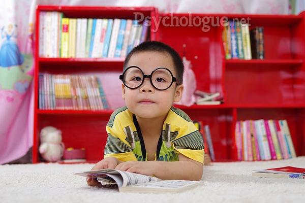 A propos des difficultés scolaires : des signes à la parole qui fait lien