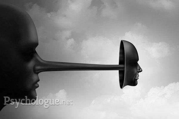 De la déformation de la vérité à la mythomanie