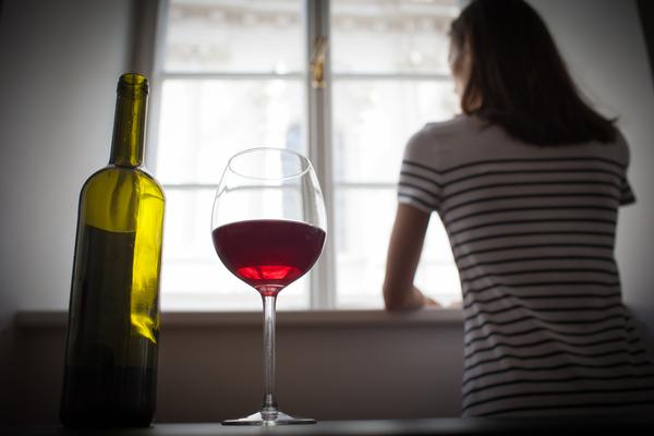 Mon partenaire boit trop d'alcool : que faire ?