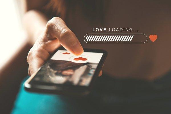 Couples : Se rencontrer sur Internet….
