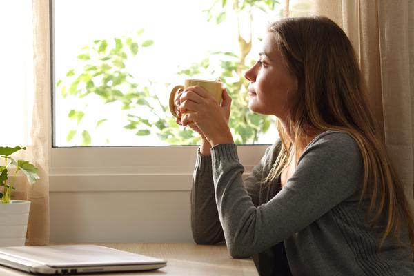 Pourquoi de nombreux couples heureux choisissent de vivre seuls ?