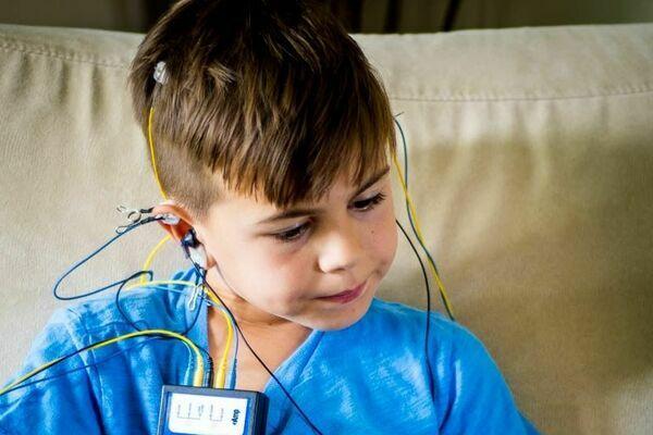 Le neurofeedback, une nouvelle approche pour les troubles cognitifs chez les enfants.